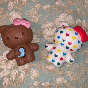"Hello Kitty 8"" Rainbow Hearts / Wood Grain Bank"